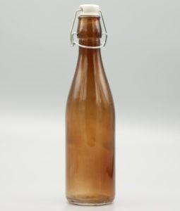 Brun glasflaska med patentkork i porslin