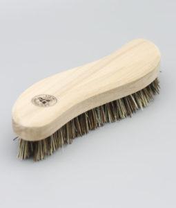 S-formad skurborste i trä