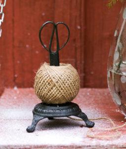 Sax i snörhållare gjutjärn med snöre